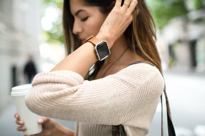 Fitbit Blaze mit Lederarmband (Quelle: Fitbit)
